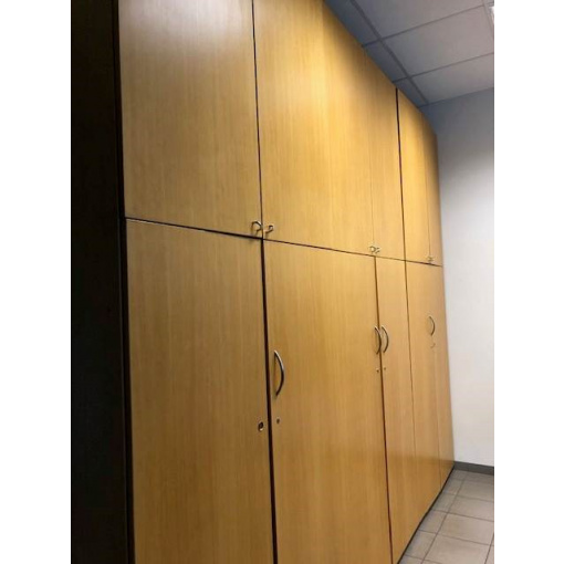 skříň vysoká