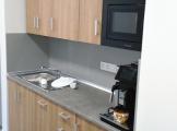 2020 - RAY-ELECTRIC s.r.o. - vybavení dvou kanceláří, kuchyňského koutku a zasedací místnosti